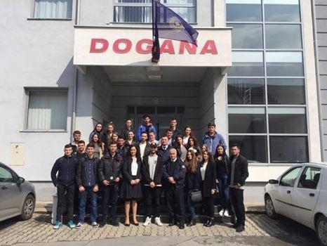 Studentët e Fakultetit Ekonomik vizituan Doganën e Kosovës -dega në Mitrovicë