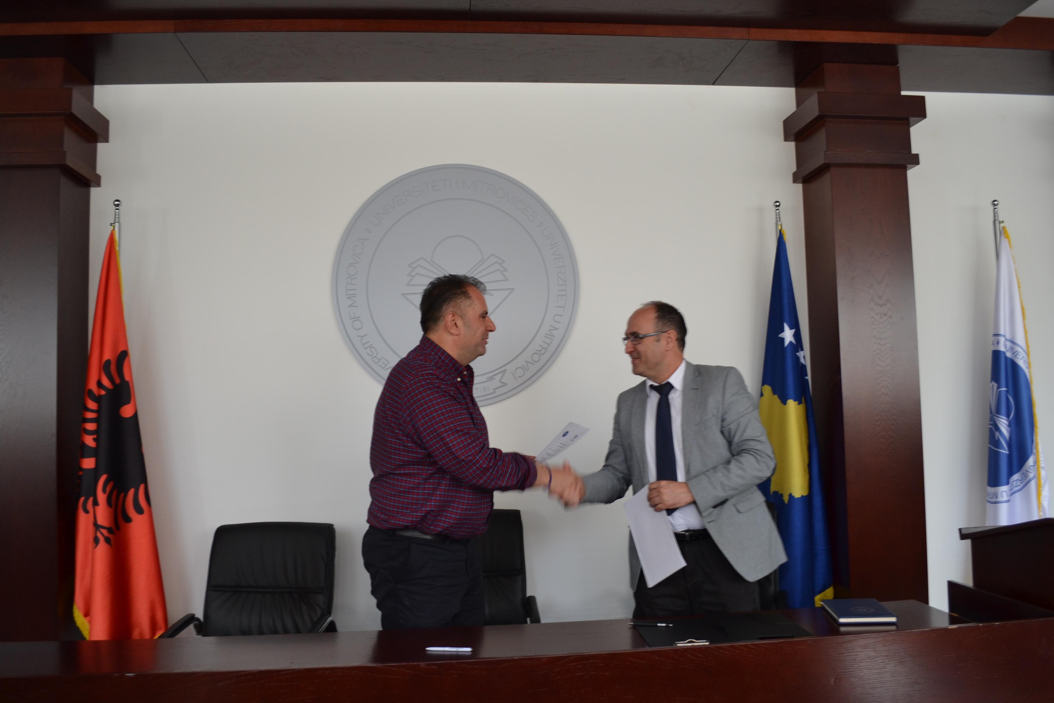 """OEK mbështetet studentët e Universitetit """"Isa Boletini"""", për punën praktike"""