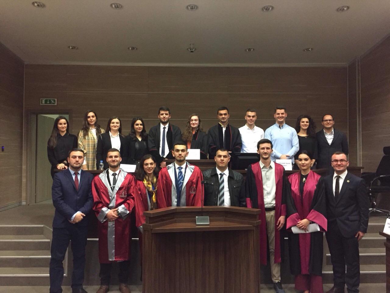 Studentët e Fakultetit Juridik marrin pjesë në garën e gjykimit të simuluar