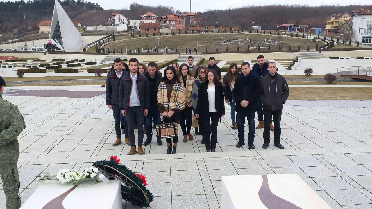 Studentët vizituan Prekazin dhe Boletinin në 10-vjetorin e Pavarësisë së Kosovës