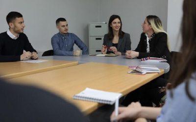 Drejtuesit E Parlamentit Studentor Vizituan Kolegjin AAB