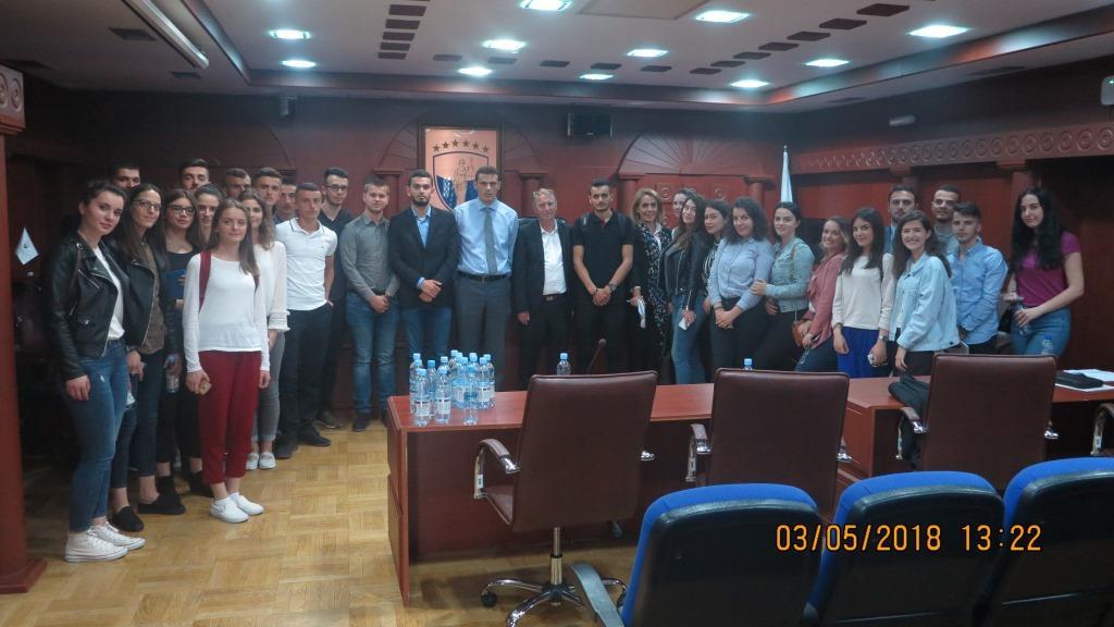 Studentët vizituan Gjykatën Kushtetuese