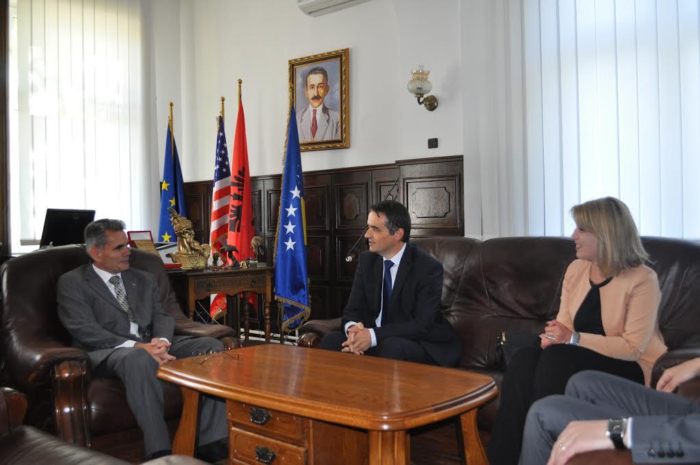 Rektori Musaj Me Rektorin E UP-së ( Prill 2016)