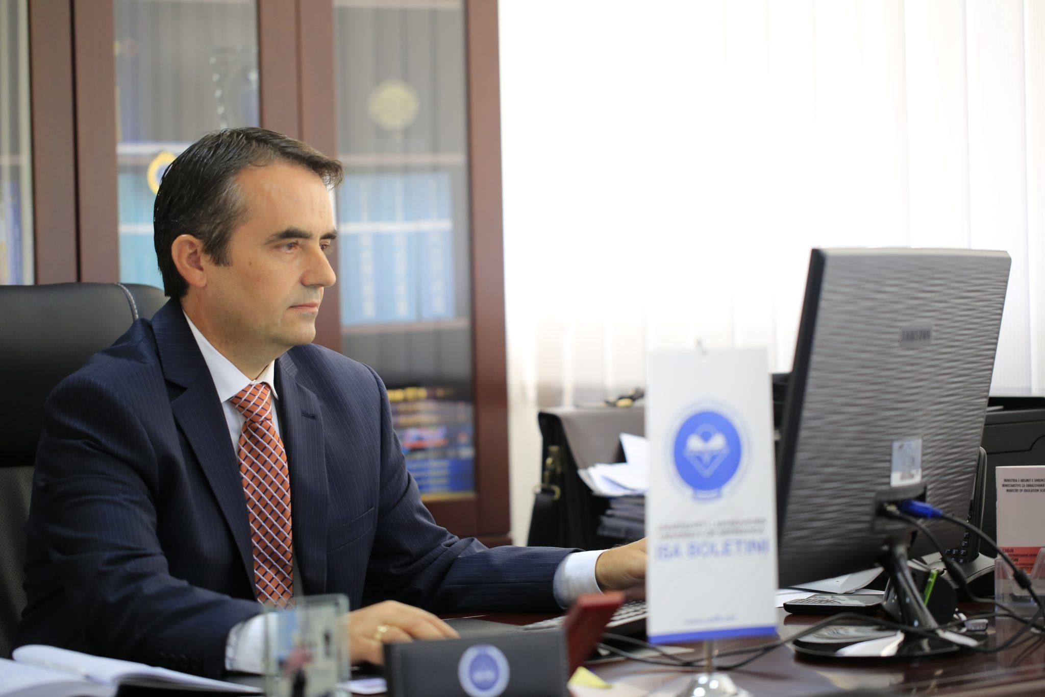 "Prof.dr.Alush Musaj, rizgjedhet rektor i Universitetit ""Isa Boletini"""