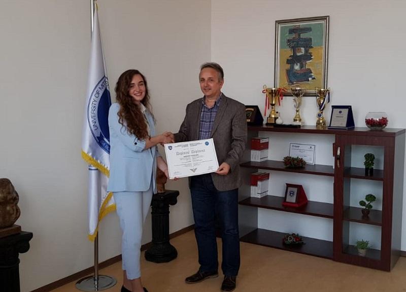 Mirënjohje për studenten, Albulena Uka, e cila ka diplomuar me notë mesatare 10