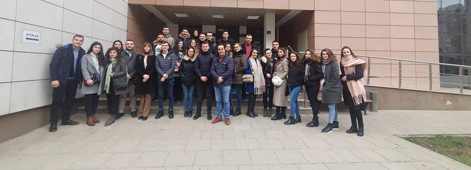 Studentët e Juridikut vizituan Qendrën e Dokumentimit të Kosovës