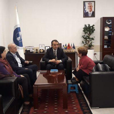 """Rektori Musaj Pret Në Takim Përfaqësuesen E OJQ-së """"Little People Of Kosova"""""""