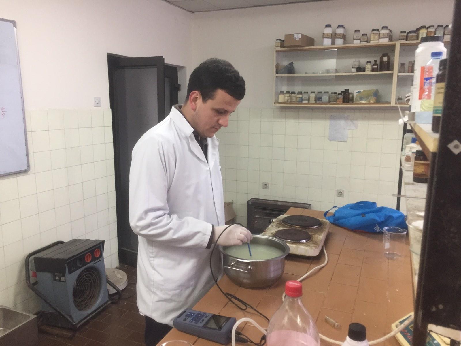 Studenti Mitrovicas Prodhon Djathë Nga Hirra