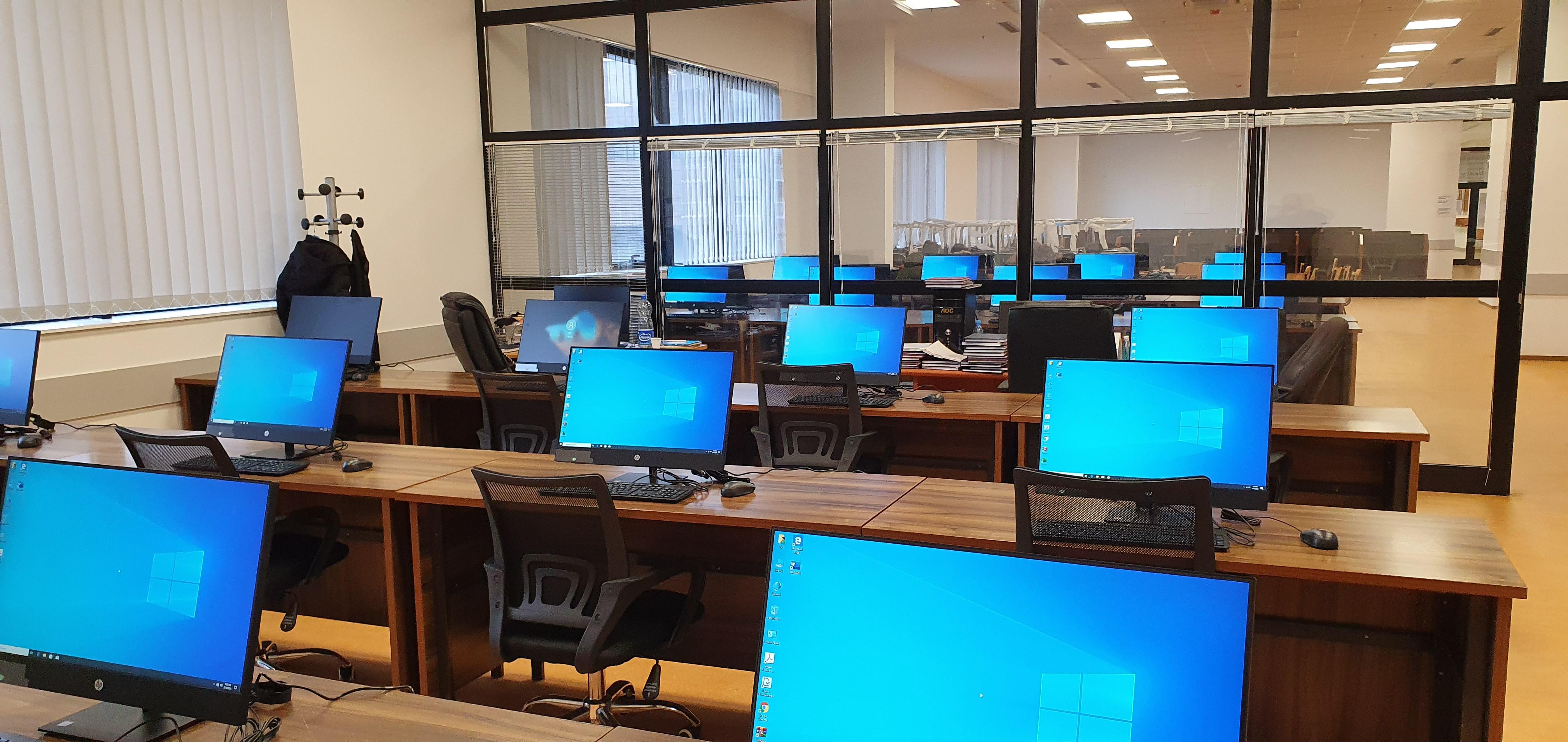 Foto Te Bibliotekes Universitare