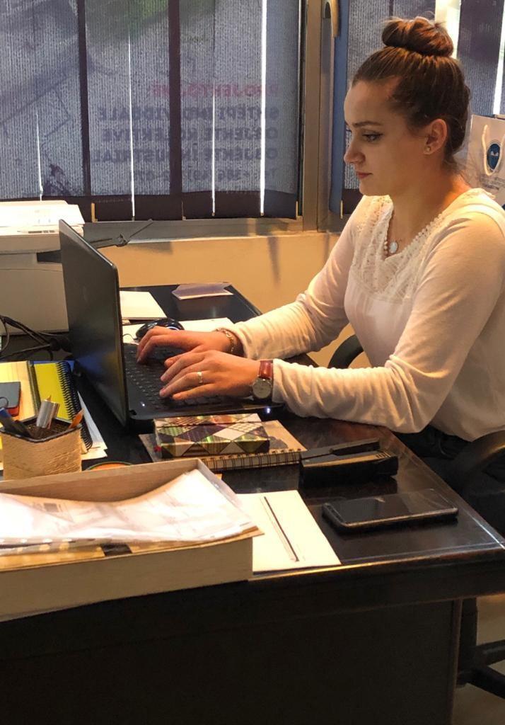 Adelina Boshnjaku – Asistente E Kontabilistit