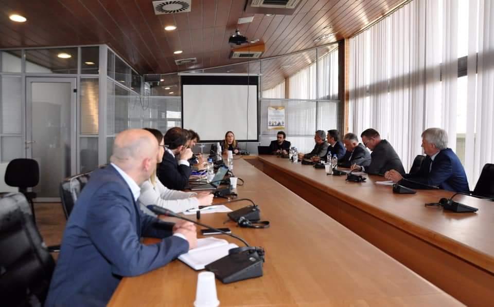 Ministrja e Arsimit takoi rektorët e universiteteve publike