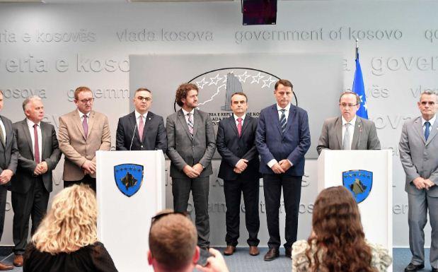 Kryeministri Hoti, priti në takim rektorët e universiteteve publike