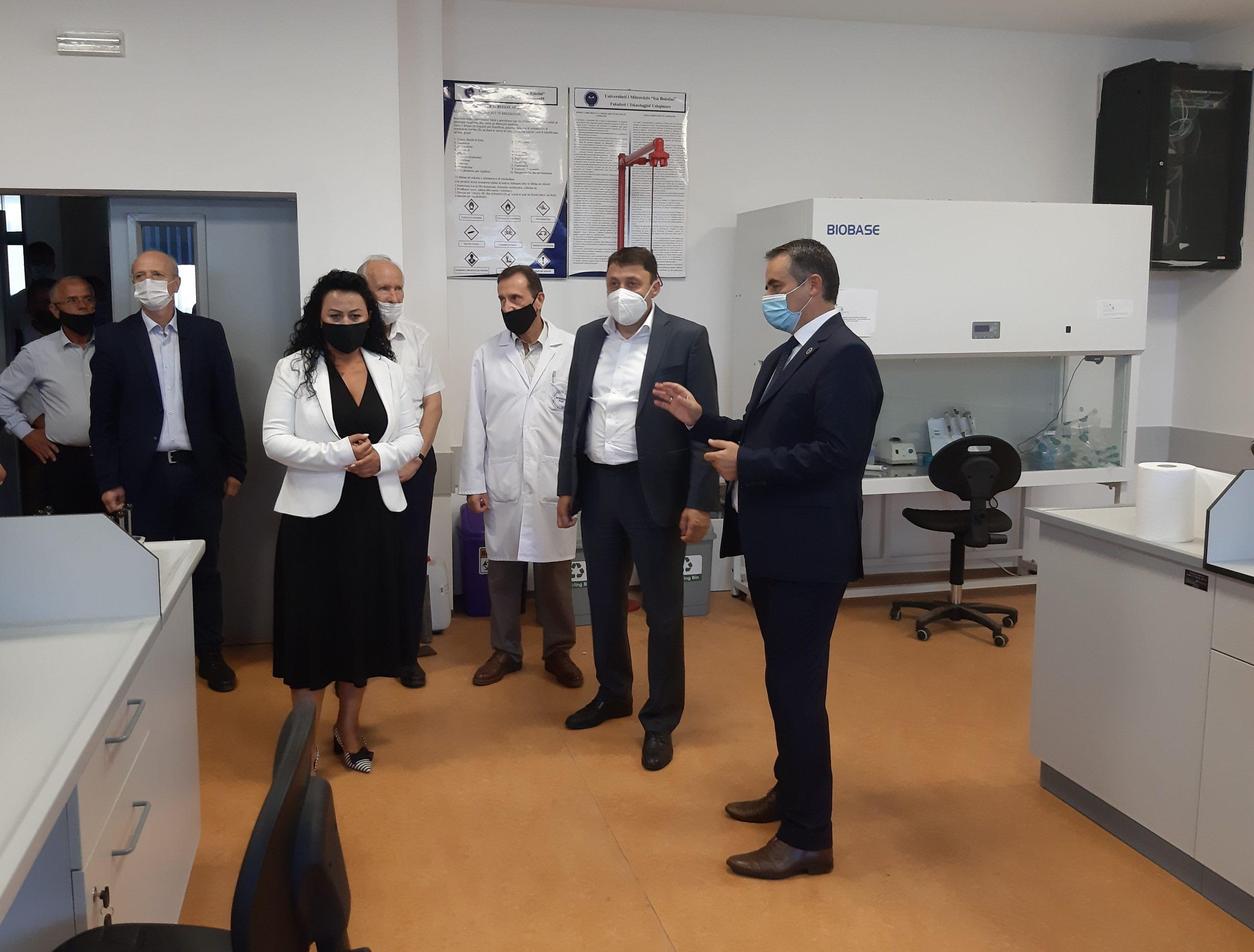 "Ministri i Arsimit vizitoi Universitetin ""Isa Boletini"""