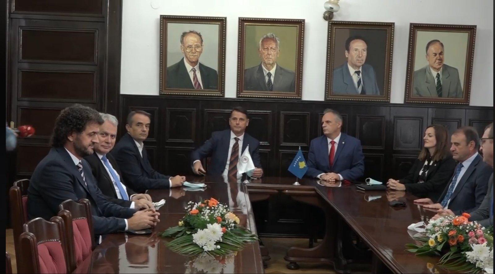 Katër universitete publike presin miratimin e statuteve nga Kuvendi i Kosovës