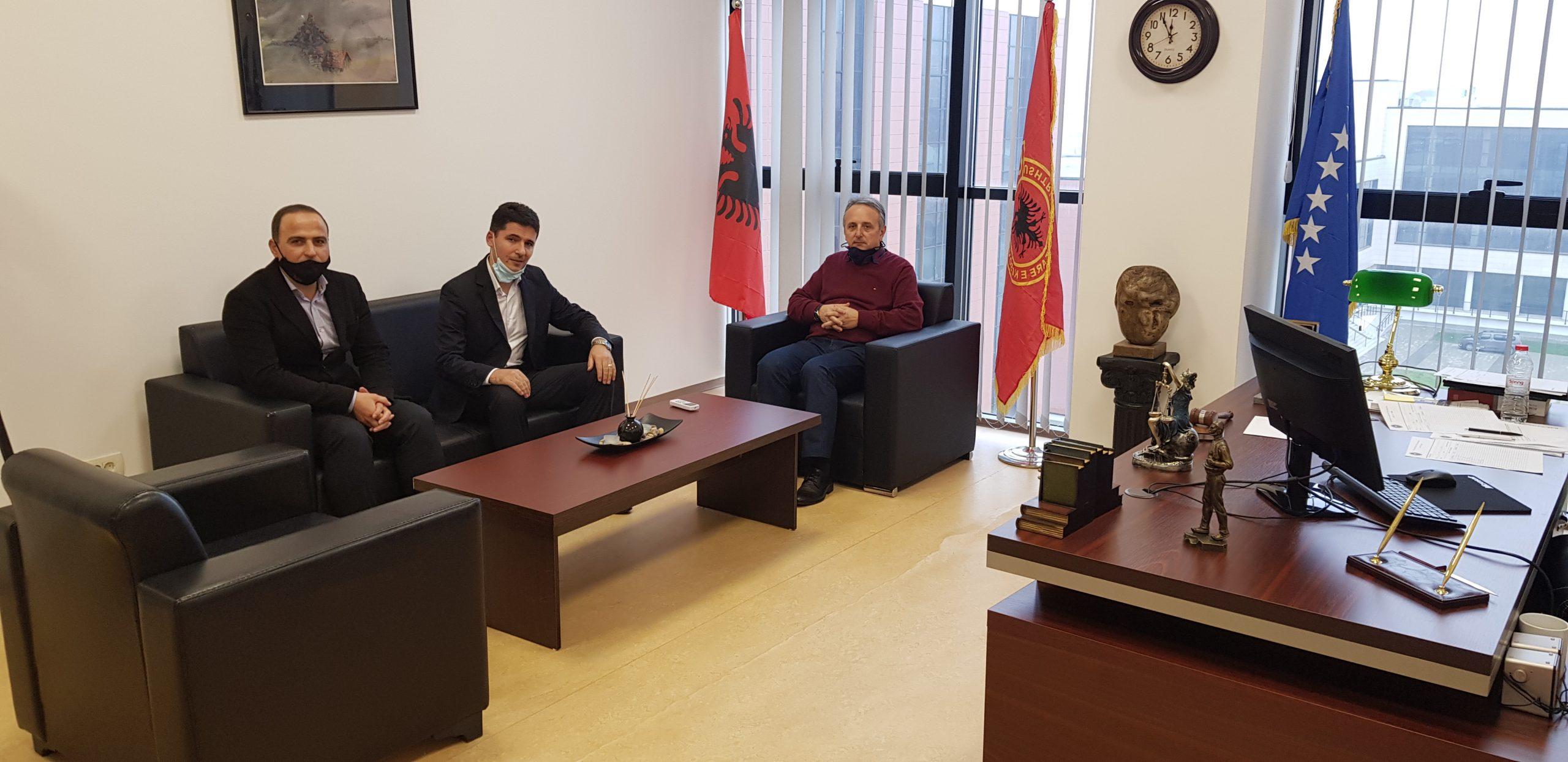 Dekani i Fakultetit Juridik priti në takim dy profesorët e rinjë të këtij fakulteti