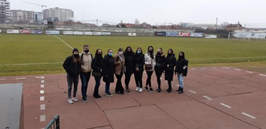 """Studentët e Fakultetit të Edukimit të programit Fillor kanë vizituar Qendrën multifunksionale Omni Sport Mitrovicë dhe Stadiumin """"Riza Lushta"""""""