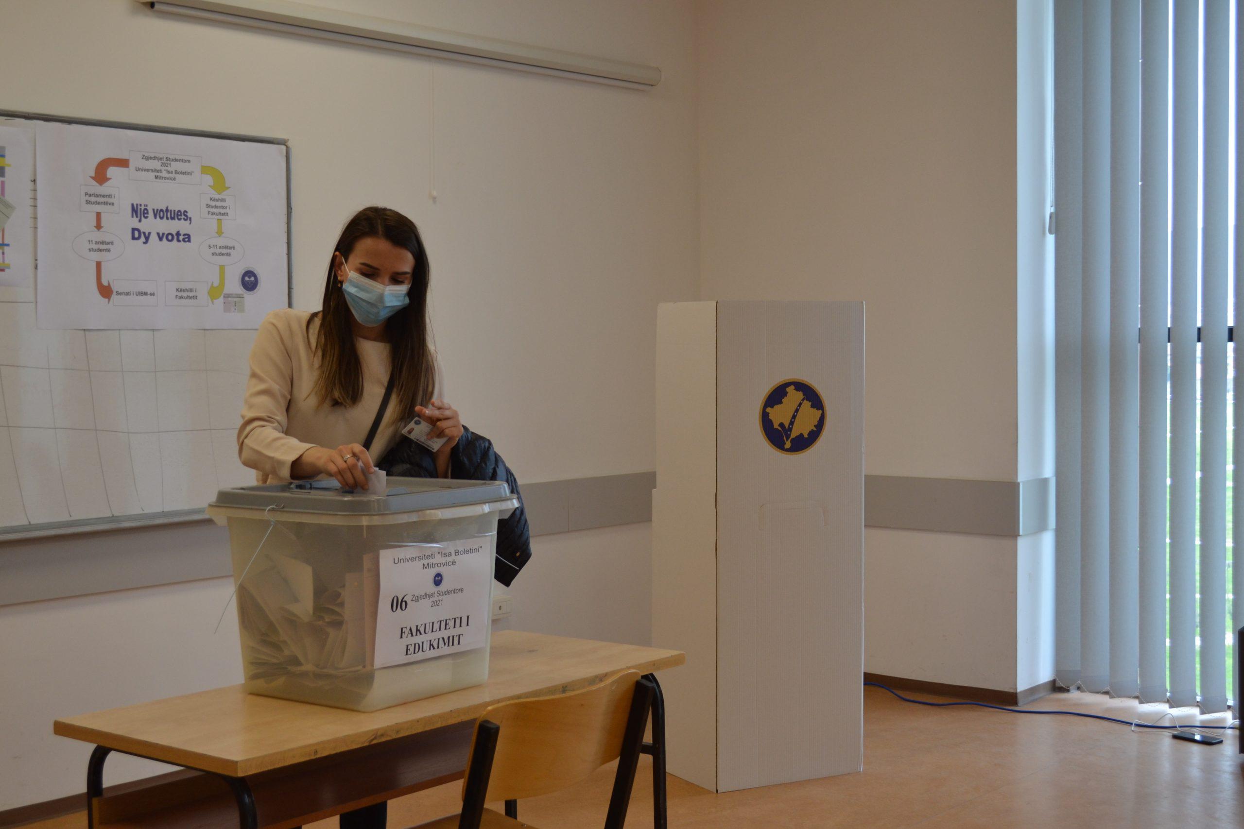 Studentët e UIBM votojnë për përfaqësuesit e tyre në Këshillat Studentore dhe Parlamentin Studentor