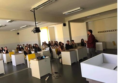 Vizitëprezentimi të UIBM-FGJ në shkollat e mesme të Vushtrrisë