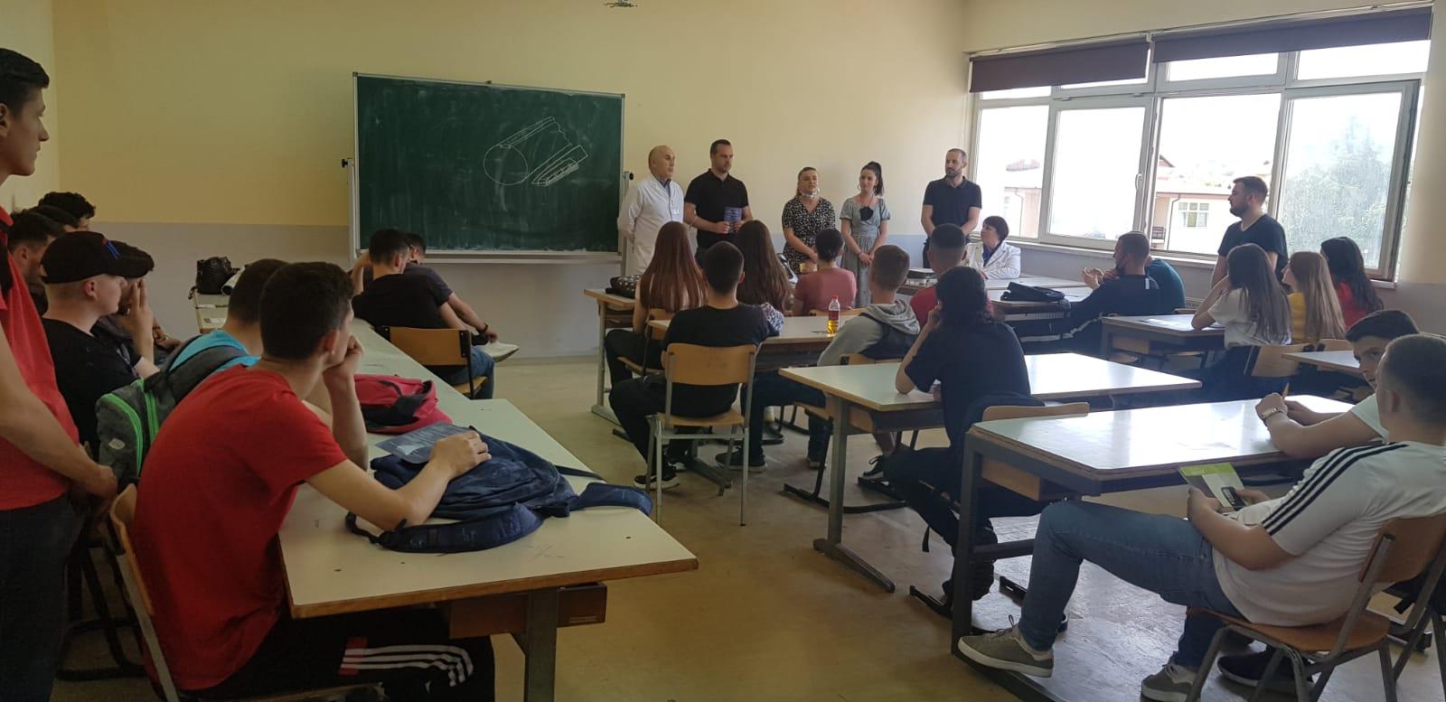 Nxënësit e Shkollës së Mesme Teknike njoftohen për programet e studimit të UIBM