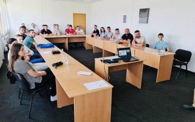 """18 Studentë Të FGJ-së Kryejnë Punë Praktike Me Pagesë Në """"Ferronikel"""""""